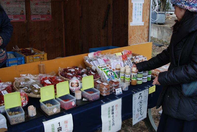 売店で販売されている梅干しや梅まんじゅうなど